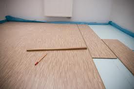 Układanie paneli podłogowych. Co będzie nam potrzebne?