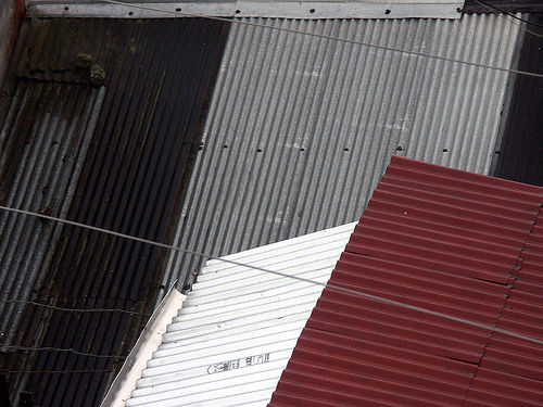 dachy pokryte blachą falistą