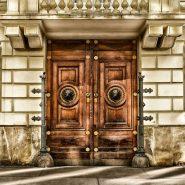 Eleganckie i praktyczne drzwi zewnętrzne – jakie wybrać?