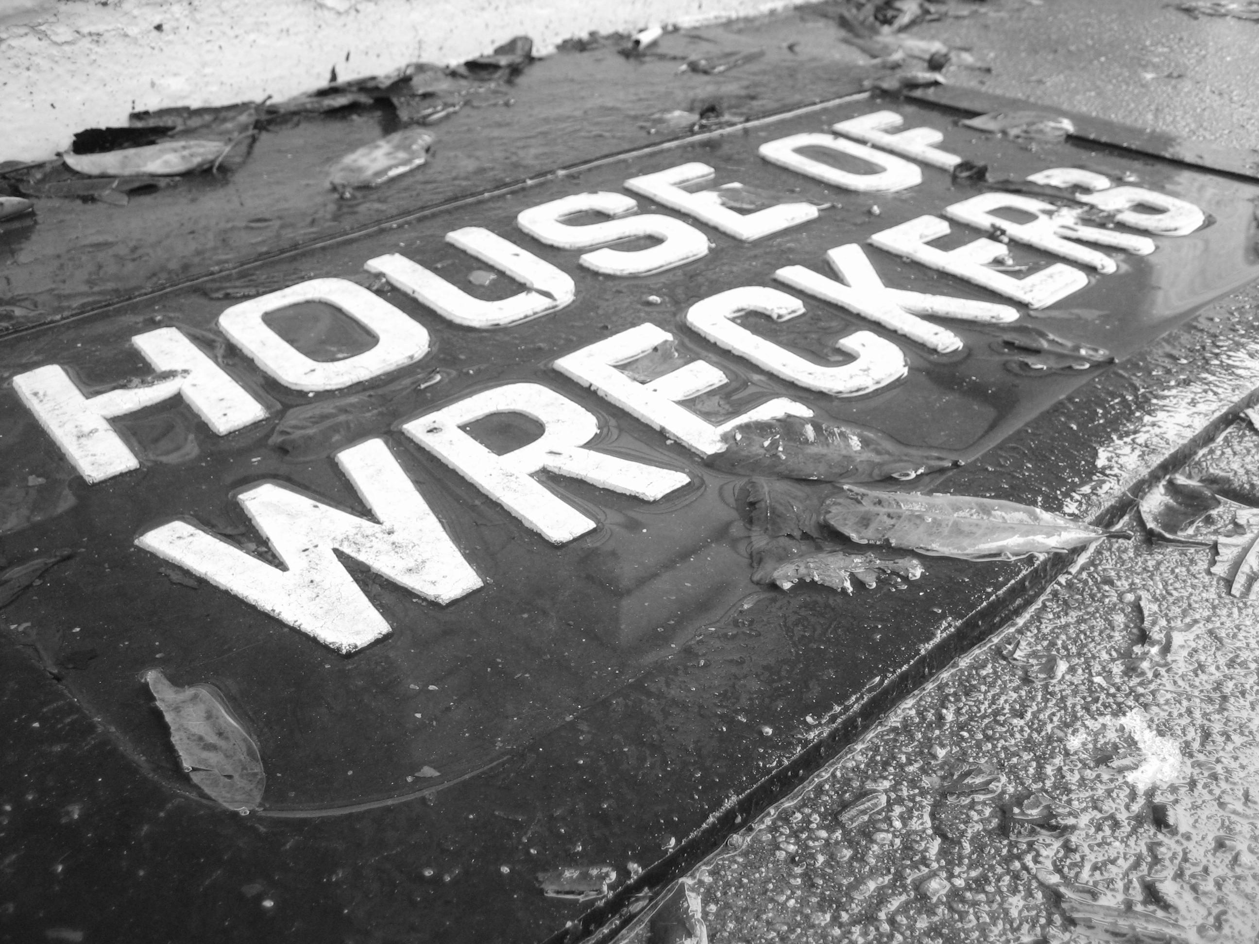 Zewnętrzne sposoby na zabezpieczanie domu przed wilgocią